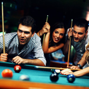 group of friends shooting pool